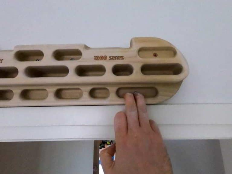 Grip strength finger strength by hangboard training